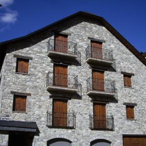edificio en pleno centro de Sallent de Gállego