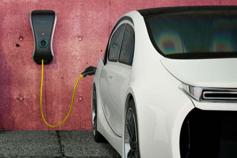 coche electrico recargando - electroblancas
